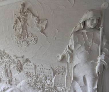 Relief Abtei Maria Frieden mit der Gründerin Mutter Edeltraut Danner